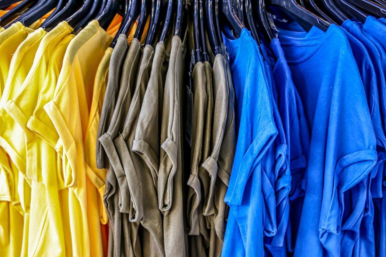 Koszulki z nadrukami jako doskonały pomysł na prezent